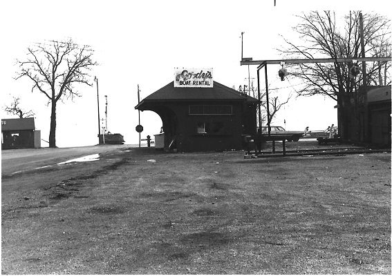 The railroad depot in Fontana was a temporary structure for Gordy's Boat Rentals. He would later have the building moved next to the old Stevenson's III restaurant site on the hill behind St. Benedict Catholic Church in Fontana.