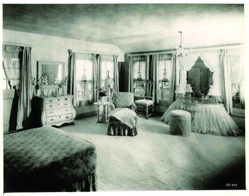 The cottage at Ten Chimneys was once a chicken coop, but was completely remodeled to include five main rooms, including this comfortable and sophisticated bedroom designed by Syrie Maugham, a leading interior designer credited for creating the first all-white room.